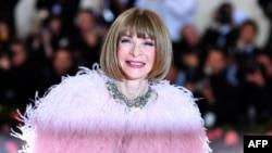 "Pemimpin redaksi majalah mode ""Vogue"", Anna Wintour harus minta maaf."
