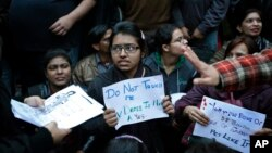 India students protest alleged inaction by the Indian government in the case of the gang rape of a 23-year-old student on a bus a month ago, New Delhi, India, Jan. 16, 2013.
