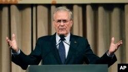 Cựu Bộ trưởng Quốc phòng Mỹ Donald Rumsfeld trong một buổi nói chuyện tại Đài Bắc, Đài Loan, ngày 11/10/2011.