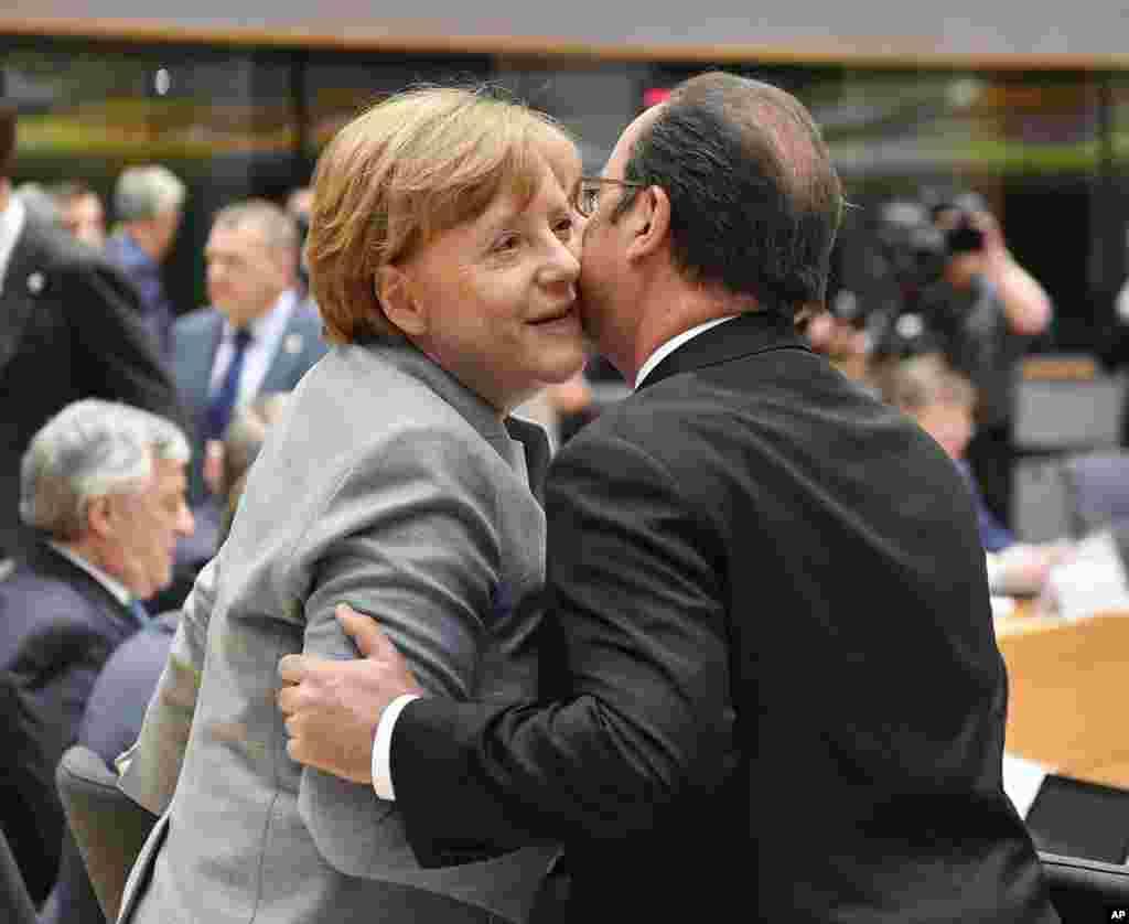 دیدار آنگلا مرکل، صدراعظم آلمان با فرانسوا اولاند، رئیس جمهوری فرانسه در اجلاس سران اتحادیه اروپا در بروکسل