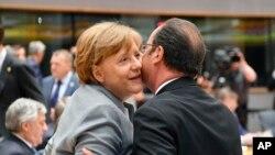 Thủ tướng Đức và Tổng thống Pháp đương nhiệm trong một sự kiện cuối tháng trước.