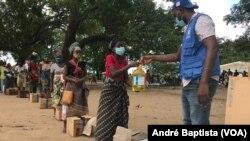 Metuge: Campo de deslocados do centro agrário de Napala. Distribuição de alimentos por PMA a deslocados da insurgência em Cabo Delgado. (Março 2021, arquivo)