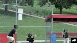 Special Needs Baseball atau bisbol untuk mereka yang berkebutuhan khusus memberi kesempatan kepada anak seperti True yang berkaki palsu untuk bermain olah raga itu (foto: Dok).