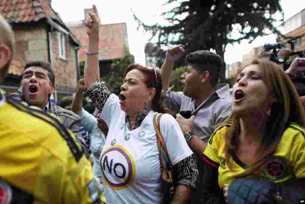 خیلی از مردم شورشیان فارک یا نیروهای مسلح انقلابی کلمبیا را عامل آوارگی هشت میلیون نفر در این کشور می دانند.