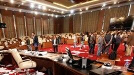 Sulmohet parlamenti i Libisë