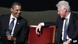 Foto de archivo del presidente Barack Obama y el expresidente Bill Clinton, que juntos realizaron una gira anoche para recaudar fondos para la campaña presidencial del primero.