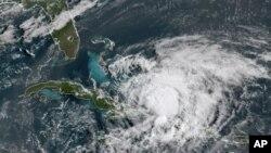 Satelitski snimak uragana Isaias (Foto: NOAA via AP)