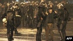 Nino Burcanadzenin həyat yoldaşı polisə qarşı zorakılıqların təşkilində ittiham edilib