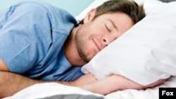 Orang-orang yang sering kurang tidur kemungkinan bisa kehilangan sejumlah sel otak (foto: ilustrasi).
