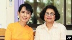 昂山素姬接受美國之音緬甸語組記者欽梭溫採訪