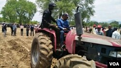 Angola agricultura tractor