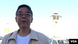 三本六四专著作者吴仁华(美国之音国符拍摄)
