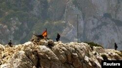 Des soldats espagnols sur l'île de Perejil, près de Ceuta, le 19 juillet 2002.
