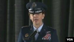 رابنسن د امریکا د هوايي ځواکونو جنراله ده.