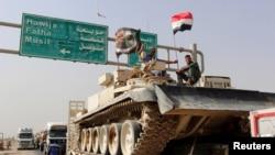 Konvoi pasukan keamanan Irak bergerak ke Mosul untuk memerangi ISIS, 12 Oktober 2016 (REUTERS/Ako Rasheed).