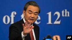 왕이 중국 외교부장이 8일 베이징에서 기자회견을 가졌다.