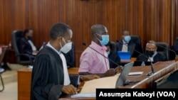Herman Ndayisaba wahoze ari umuvugizi w'inyeshyamba za FLN zirwanya ubutegetsi bw'u Rwanda ari kumwe n'umwunganizi we