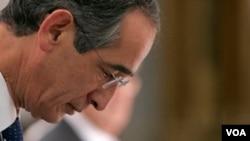 El actual presidente, Alvaro Colom, autorizó con su firma la extradición.