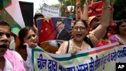 激进分子在新德里的抗议中国活动中(2017年7月4日)