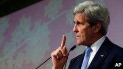 ລັດຖະມົນຕີການຕ່າງປະເທດ ສະຫະລັດ ທ່ານ John Kerry ກ່າວໃນລະຫວ່າງ ກອງປະຊຸມຖະແຫຼງຂ່າວ ທີ່ສະຫຼຸບຜົນ ກອງປະຊຸມລັດຖະມົນຕີປະເທດ G7 ໃນເມືອງ ຮິໂຣຊິມາ, ປະເທດ ຍີ່ປຸ່ນ. 11 ເມສາ, 2016.