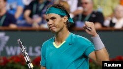 Rafael Nadal dari Spanyol merayakan kemenangan atas Roger Federer asal Swiss dalam perempat final BNP Paribas Terbuka di Indian Wells, California, Maret 2013.