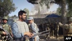 Avganistanski policajac, američki i avganistanski vojnici u stanju pripravnosti u pokrajini Kost.