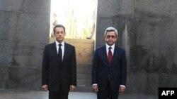 Sarkozy Erivan'daki soykırım anıtında Ermenistan Devlet Başkanı Serj Serkisyan ile