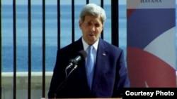 John Kerry falando em Havana.