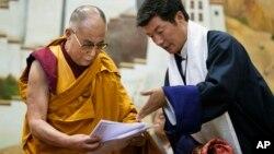 流亡藏人行政中央司政洛桑森格和达赖喇嘛(2014年6月5日)