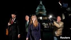 白宫通讯联络办公室主任霍普·希克斯接受众议院情报委员会质询后离开国会山 (2017年2月27日路透社)