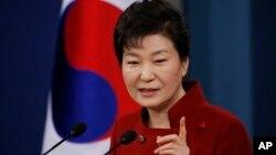 Presiden Korea Selatan, Park Geun-hye dalam acara konferensi pers di Seoul, Rabu (13/1).