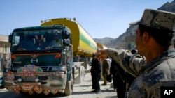 افغان سوداګر وایي چې هره ورځ له افغانستان څخه یوازې تر درې نیمو زرو ټنو پورې اوړه افغانستان ته راوړل کیږي