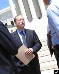 斯科特•布洛克律师在联邦最高法院外