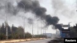 지난달 30일 시리아 알레포 서부 다히예트 알-아사드 거리에서 연기가 피어오르고 있다.