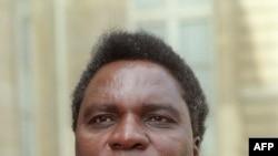 Uwahoze ari perezida w'u Rwanda Yuvenali Habyarimana ari mu ruzinduko i Paris mu Bufransa mu kwezi kwa kane 1991