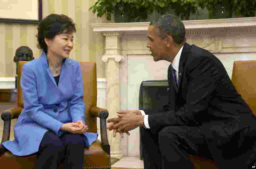 President Barack Obama and South Korean President Park Geun-Hye meet in the Oval Office of the White House in Washington, May 7, 2013.