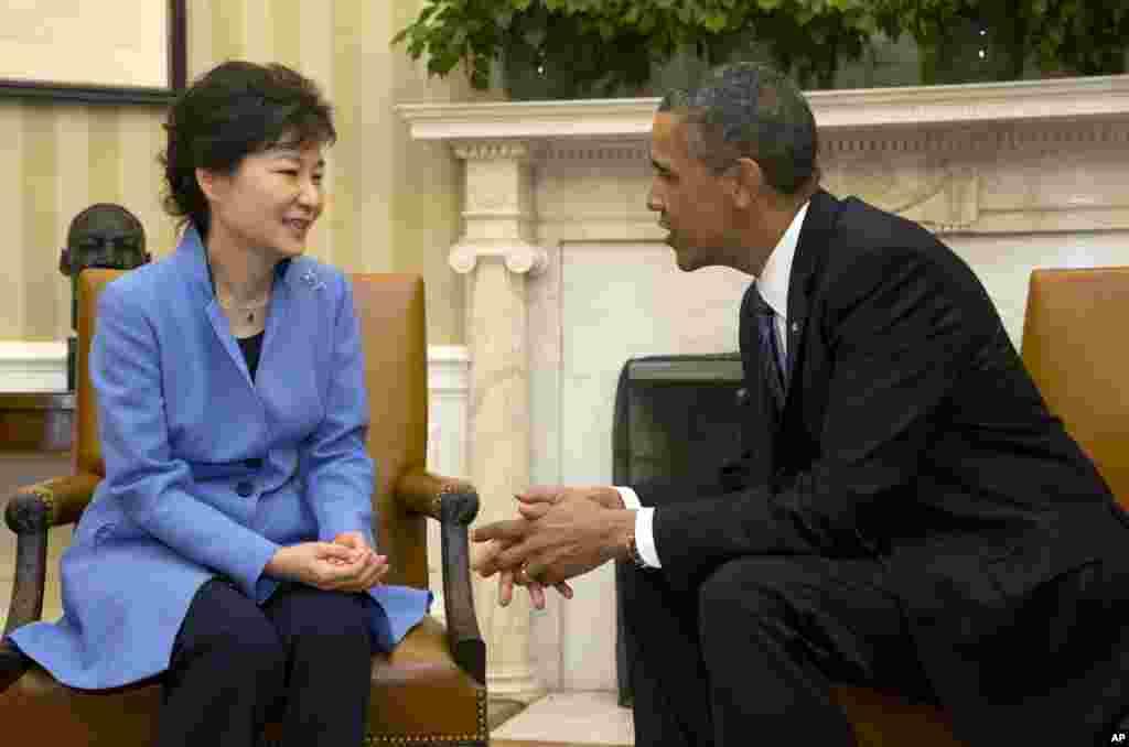 ABŞ prezidenti Barak Obama və Cənubi Koreya prezidenti Park Gin-He arasında Ağ Evdə görüş
