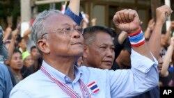 Lãnh đạo phe đối lập Suthep Thaugsuban trong cuộc tuần hành tới tòa nhà Quốc hội ở Bangkok, ngày 12/5/2014.