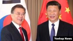 De acuerdo ala oficina de la presidencia surcoreana, el presidente Moon Jae-in, se reunirá la próxima semana con su homólogo chino, Xi Jinping, en el marco de una próxima cumbre de países del Foro de Cooperación Económica del Asia Pacífico (APEC) en Vietnam.