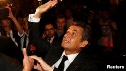 Các quan chức đảng cho biết ông Sarkozy giành được 64.5% số phiếu, và theo các nhà phân tích, con số này thấp hơn so với dự kiến.