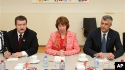 Premijer Srbije Ivica Dačić, visoka predstavnica EU Ketrin Ešton i premijer Kosova Hašim Tači (arhivski snimak)
