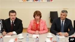 Ivica Dačić, Ketrin Ešton i Hašim Tači, posle postizanja sporazuma o normalizaciji odnosa Beograda i Prištine, 19. aprila ove godine