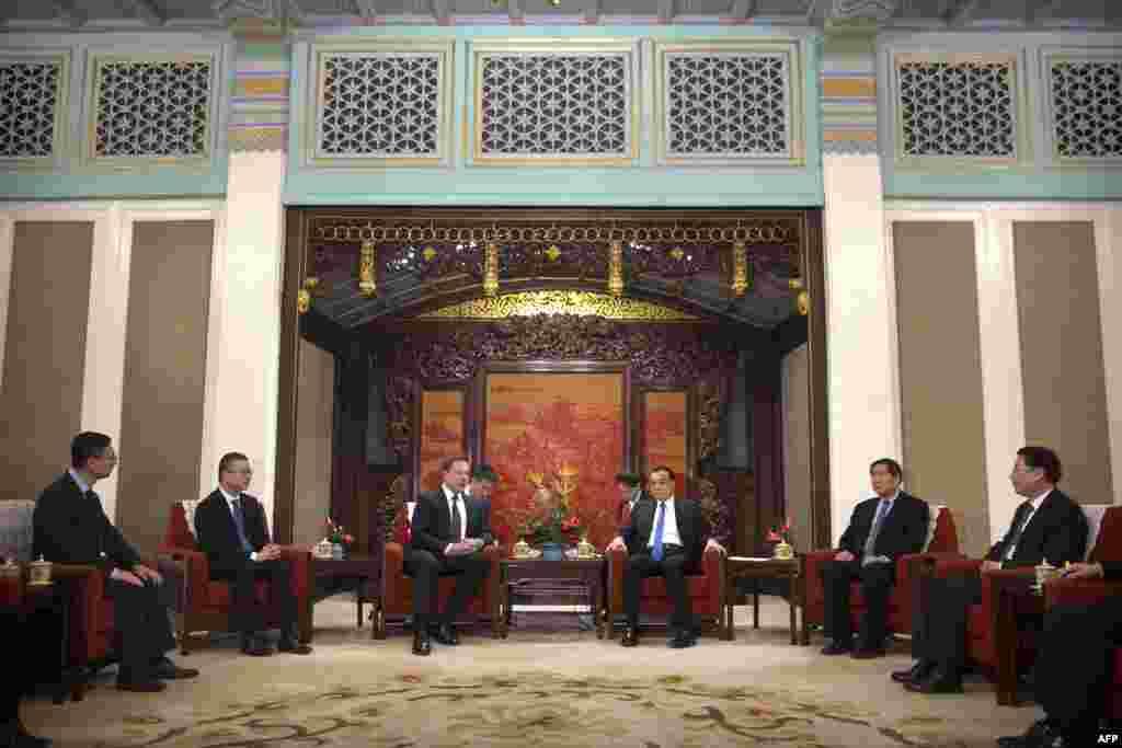 特斯拉公司首席执行官埃隆·马斯克与中国总理李克强2019年1月9日在北京中南海紫光阁会晤。中国发改委主任何立峰等人等参加会见。紫光阁是中国国务院领导人会见外宾的重要场所。现在的紫光阁大体上是乾隆年间重修时的原貌。