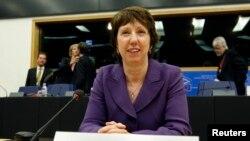 Catherine Ashton, jefa de política exterior de la Unión Europea expresa que hay optimismo, pero al mismo tiempo se esperan resultados concretos.