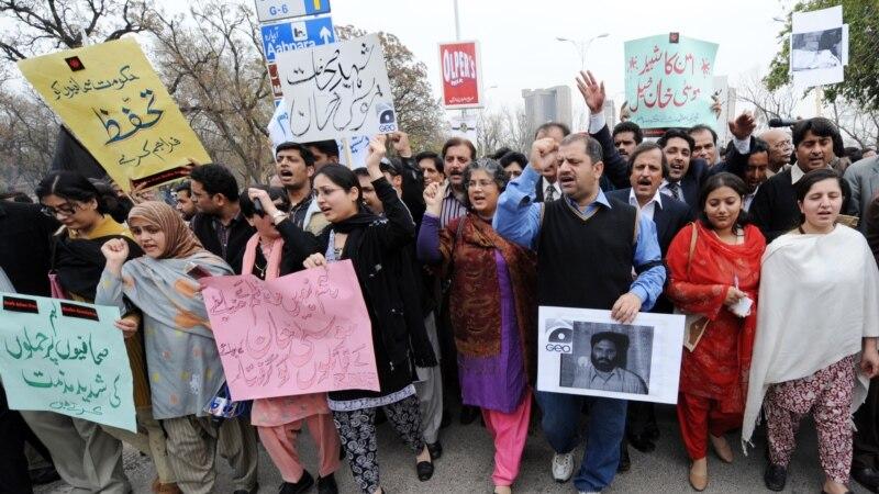 برطرفیوں اور سینسر شپ کے خلاف صحافیوں کا احتجاج