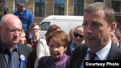 Оппозиционные депутаты на встрече с избирателями