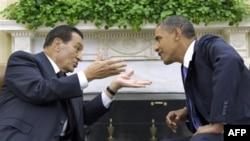 Başkan Barack Obama Mısır Devlet Başkanı Hüsnü Mübarek'le geçmişteki görüşmelerinden birinde
