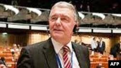 Kristofer Ştrasser 3 siyasi məhbusun azadlığa buraxılmasını alqışlayır