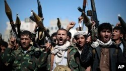 Tribesmen loyal to Houthi rebels hold their weapons as they chant slogans during a gathering aimed at mobilizing more fighters into battlefronts in several Yemeni cities, in Sana'a, Yemen, Nov. 24, 2016.