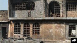 墨西哥普埃布拉州被输油管道爆炸损坏的房屋和汽车
